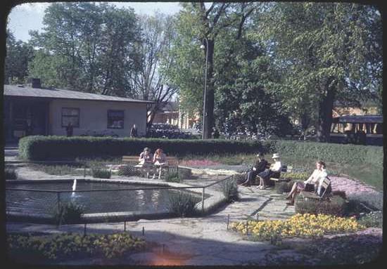 Park vid stationen i Uppsala 1945